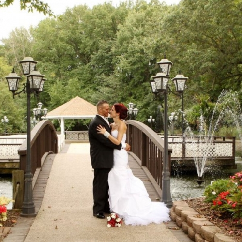 Real Wedding Pictures - Avital and Brett Kissing