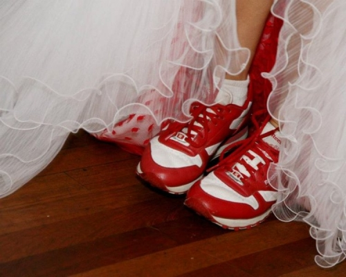 Real Wedding Pictures - Avital's Red Sneakers