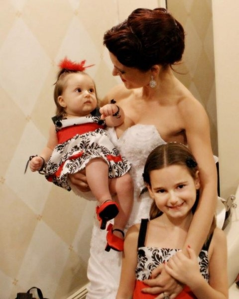 Real Wedding Pictures - Avital and the Little Girls