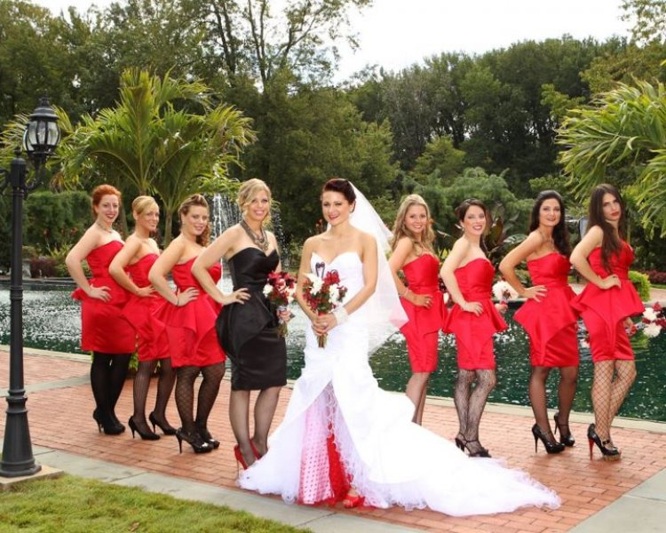 Real Weddings: Avital and Brett\'s Black and Red Ball